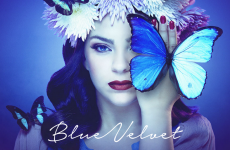 Caroline Costa In « Blue Velvet »