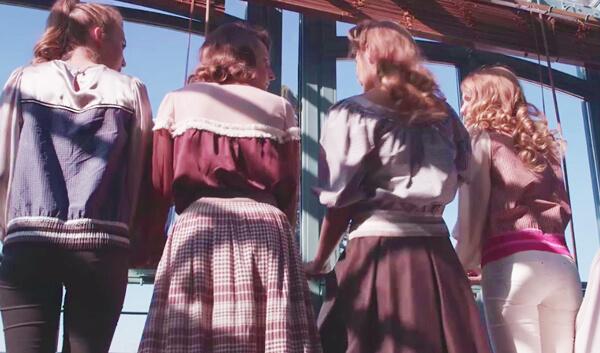 Js_back-image-of-girls